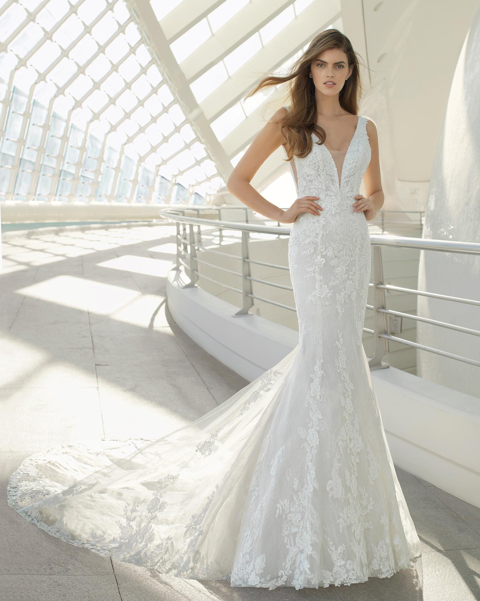L atelier Rosa Clarà è riuscito ancora una volta a offrire una ricchissima collezione  di abiti da sposa 2018 arricchita da modelli preziosi ma soprattutto ... 25326760d03