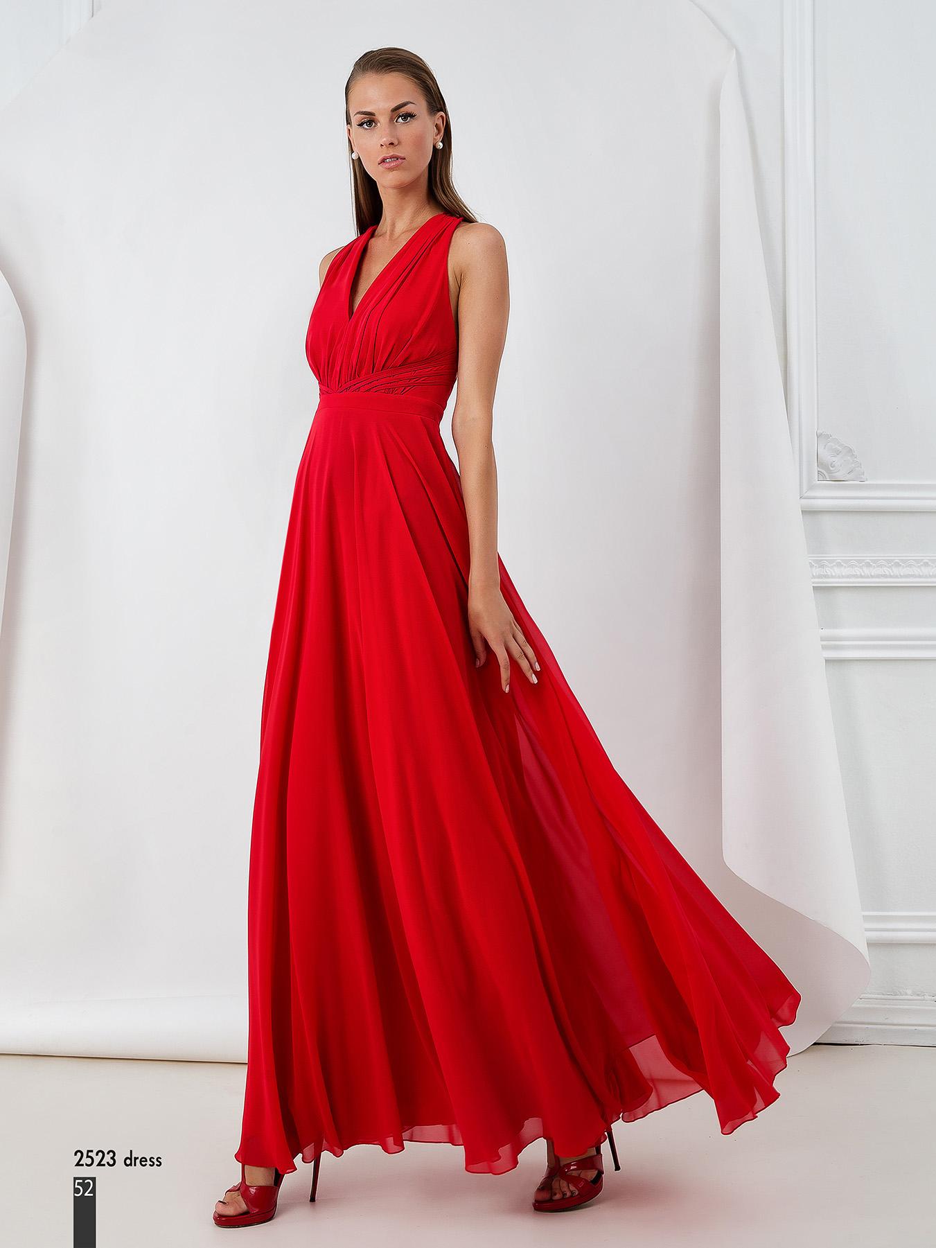 cd25cc49fc7e La passione e l entusiasmo con cui sono disegnati e prodotti gli abiti  Maestri-Allure fanno esaltare la femminilita  e l eleganza di ogni donna  che li ...