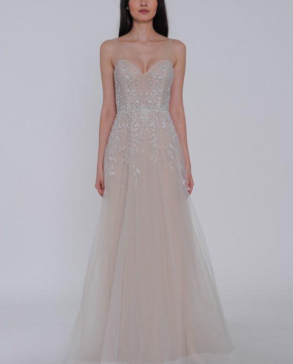 Lazaro è uno dei marchi bridal più conosciuti al mondo per via delle sue  creazioni sofisticate aed06a0c38b9